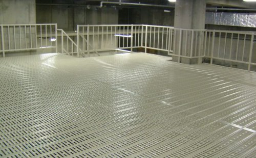 パンチフロアー使用の形鋼棚
