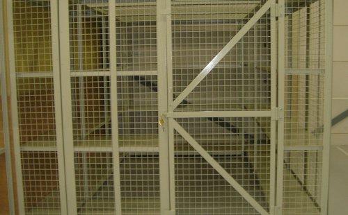 パークフロアー使用の形鋼棚